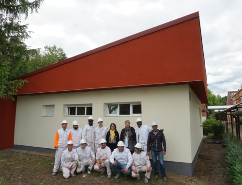 Alumnos de EAGI rehabilitan energéticamente la fachada del colegio Sasoeta